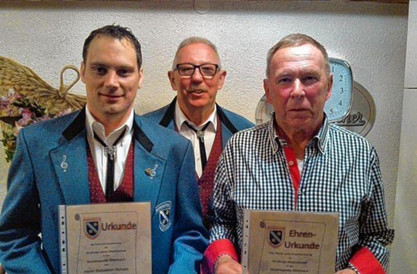 Zwei Mitglieder des Musikvereins Steinbach wurden bei der Hauptversammlung vom Vorsitzenden Günther ...
