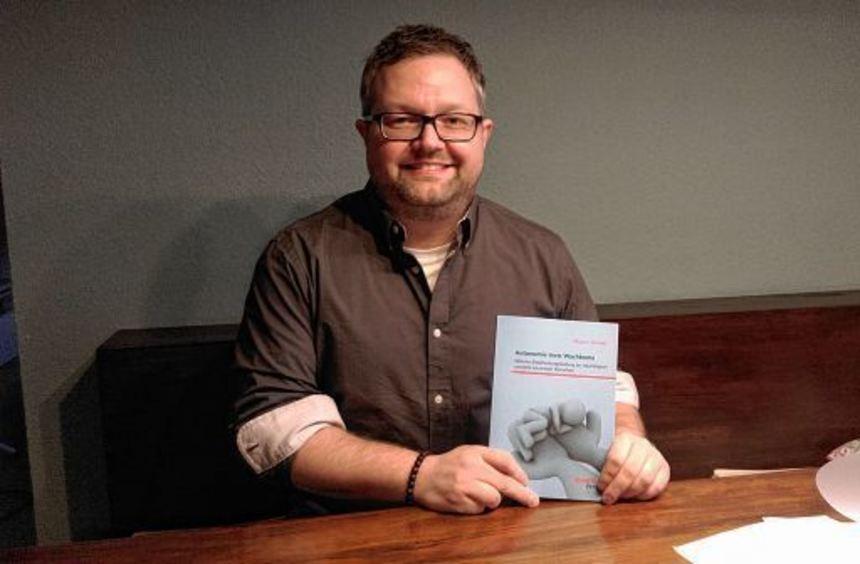 Marco Sander aus Nieder-Liebersbach hat seine Masterarbeit über Wachkomapatienten als Fachbuch ...
