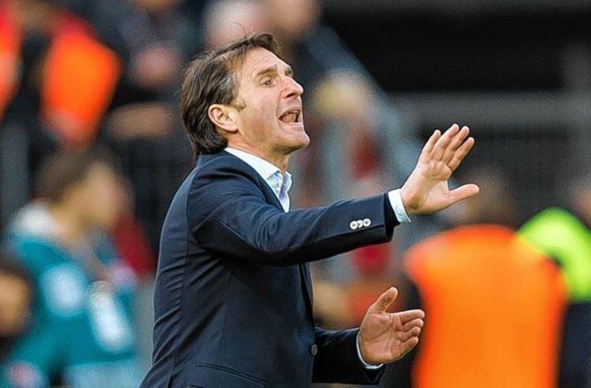 Trainer Bruno Labbadia nahm sein Team vor der Partie beim Tabellenletzten Hannover 96 in die ...