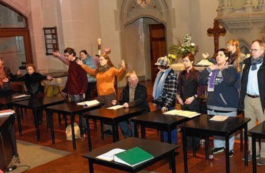 Bei der Probe am 9. März war den Sängern noch nicht klar, dass die einstudierten Lieder gar nicht ...