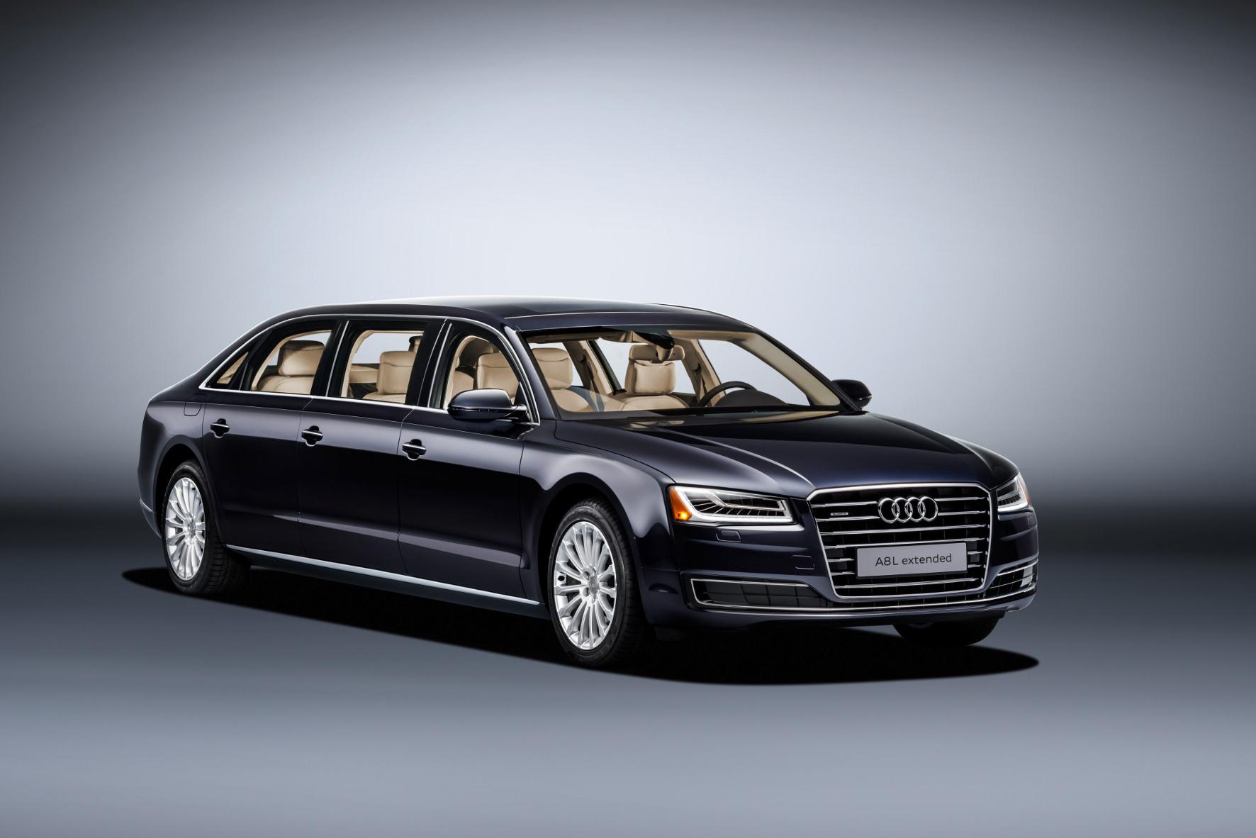 mid Groß-Gerau - 6,36 Meter lang, 2,4 Tonnen schwer und im Stile der Pullmann-Staatskarossen von Mercedes-Benz mit sechs Türen: der Audi A8 L extended.