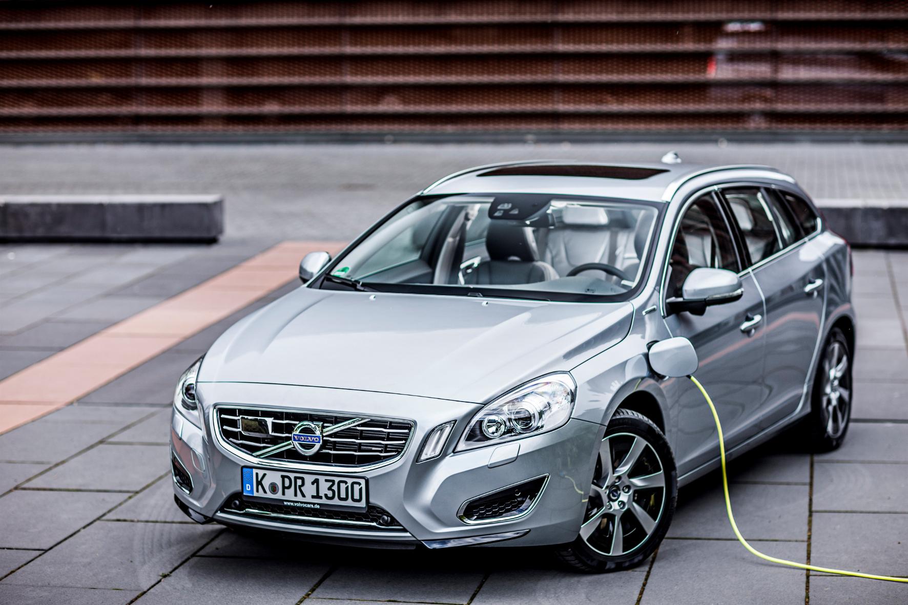 mid Groß-Gerau - Volvo ersetzt bei seinen Mittelklasse-Modellen der 60er-Baureihe den Diesel-Hybrid- durch einen Benzin-Hybridantrieb.