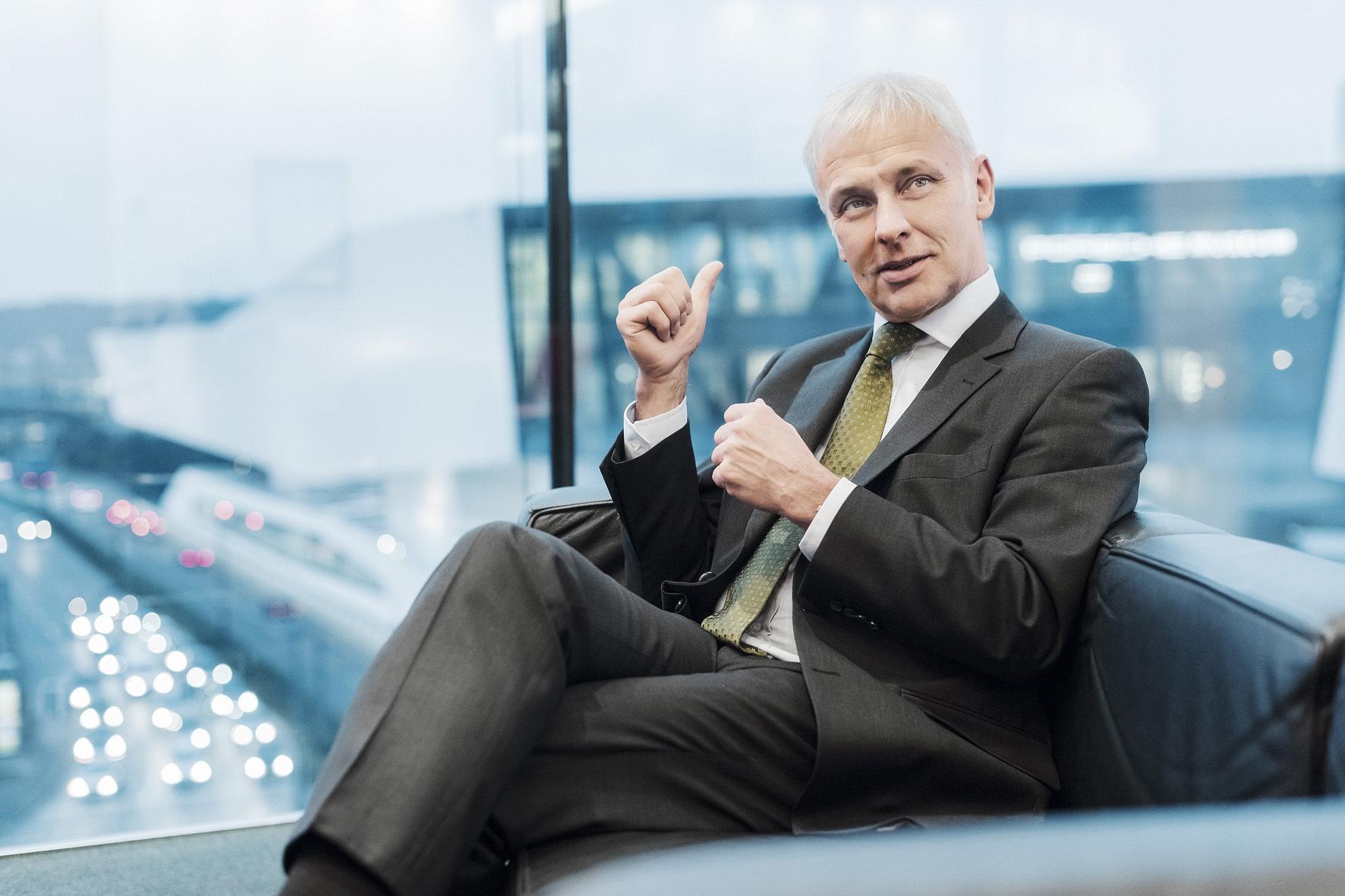 mid Wolfsburg - VW-Chef Matthias Müller hat wegen der Abgas-Affäre alle Hände voll zu tun.