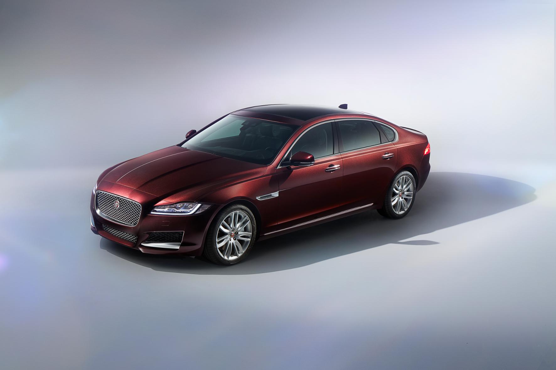 mid Groß-Gerau - Gestreckt: Speziell für den chinesischen Markt führt Jaguar eine Langversion des XF als Chauffeur-Limousine ein.