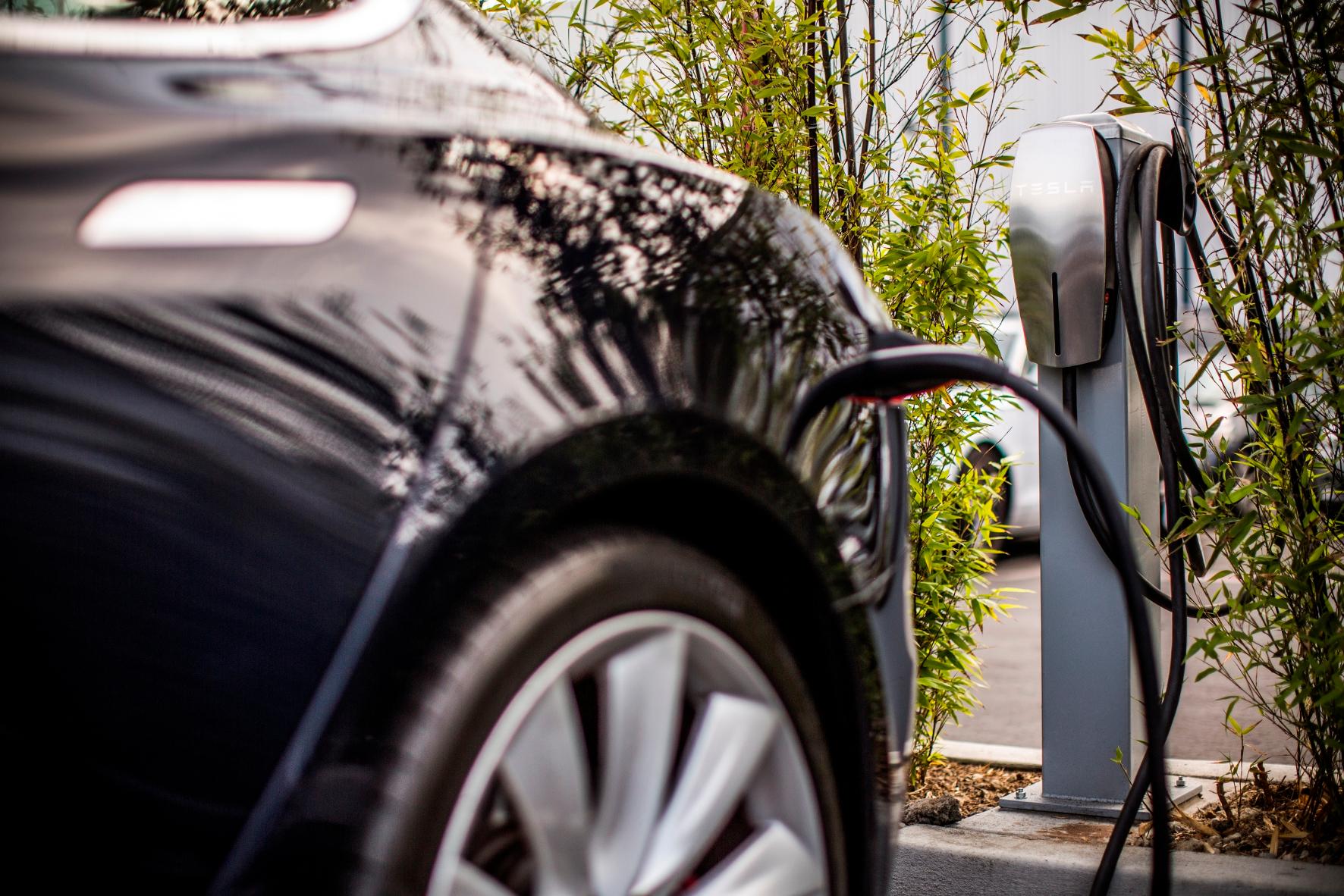 """mid Groß-Gerau - Tesla will in Europa zusätzlich zu seinen Superchargern sogenannte """"Destination Charger"""" einführen."""