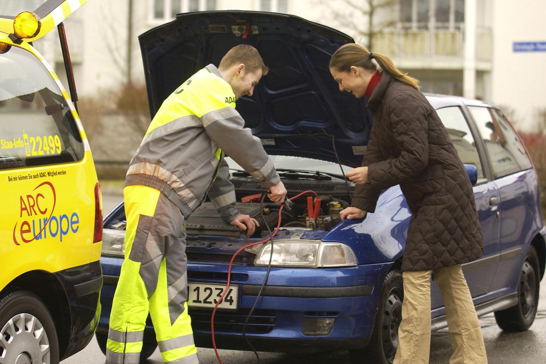 mid Groß-Gerau - Saft- und kraftlos: Wenn die Auto-Batterie streikt, ist professionelle Hilfe gefragt.