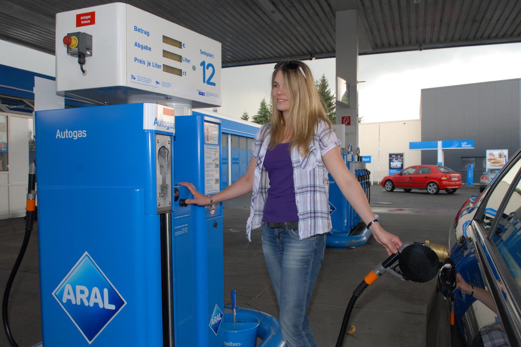 mid Groß-Gerau - Für die rund 580.000 gasbetriebenen Fahrzeuge auf deutschen Straßen gibt es etwa 6.000 Tankstellen.