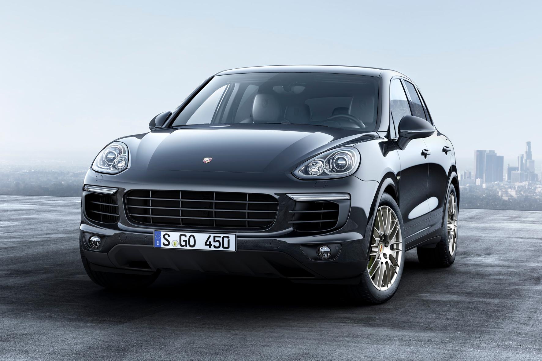 mid Groß-Gerau - Besonders exklusive Variante des Porsche Cayenne: das Sondermodell Platinum Edition.