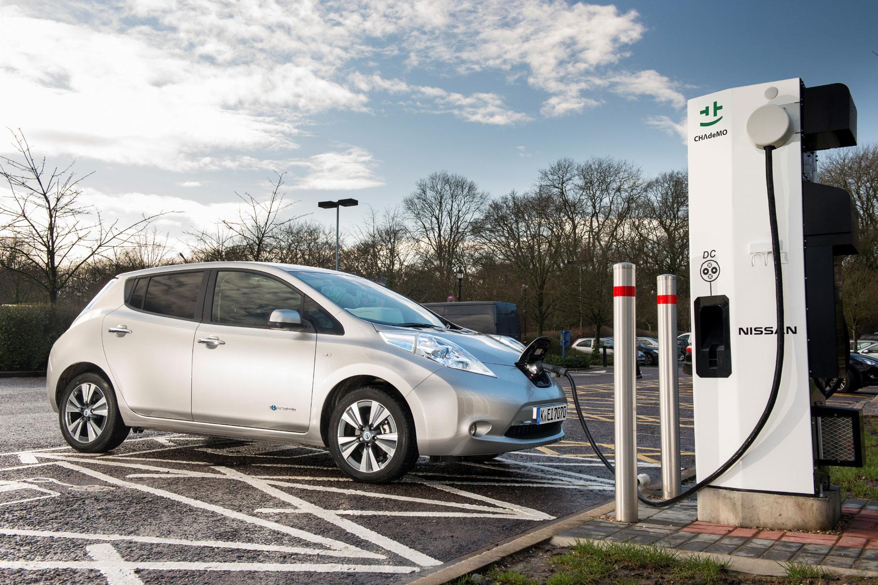 mid Groß-Gerau - Mit einer Aufstockung der E-Auto-Kaufprämie um 1.000 Euro will Nissan jetzt mehr Kunden für das Elektroauto Leaf begeistern.