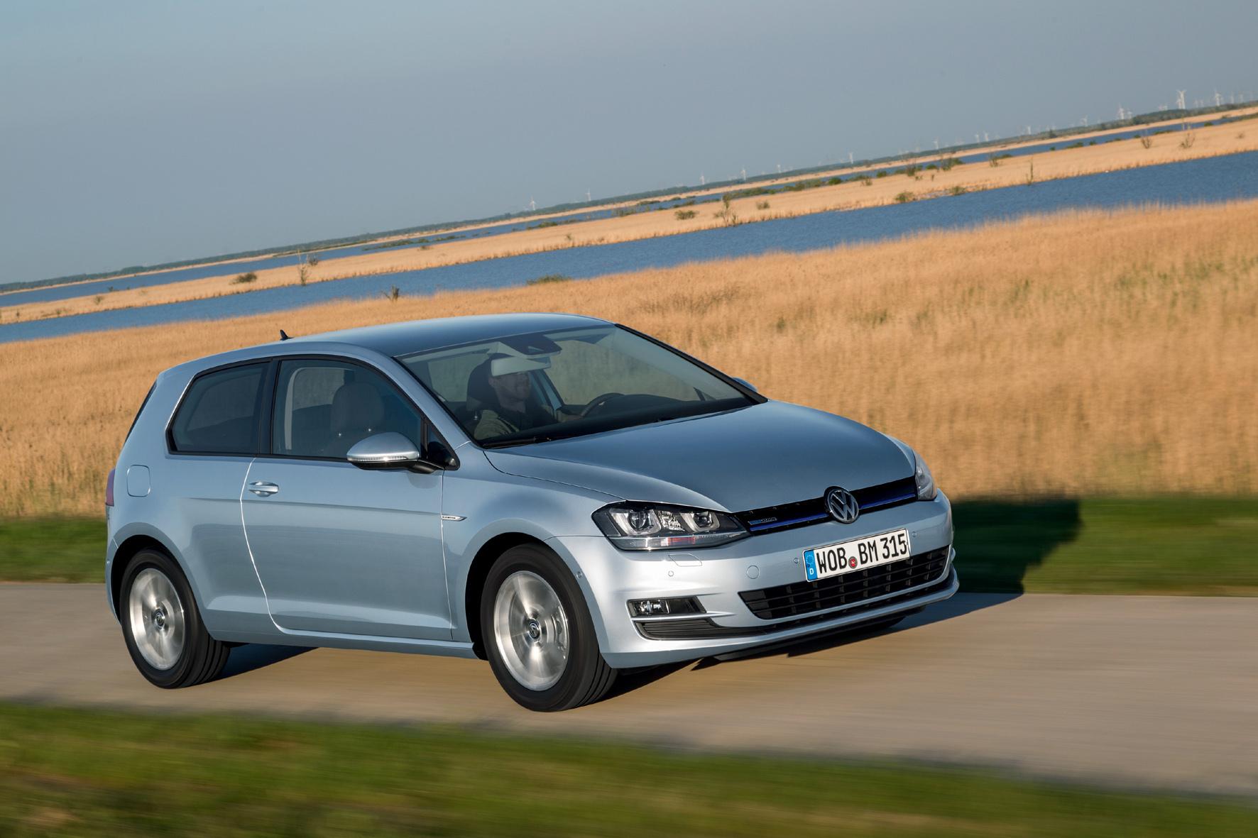 mid Wolfsburg - Die Rückruf-Aktion für die von der Abgas-Affäre betroffenen Golf-Diesel läuft. Laut VW müssen in Europa rund 15.000 Golf TDI mit 2,0-Liter-Motor zur Umrüstung in die Werkstätten.