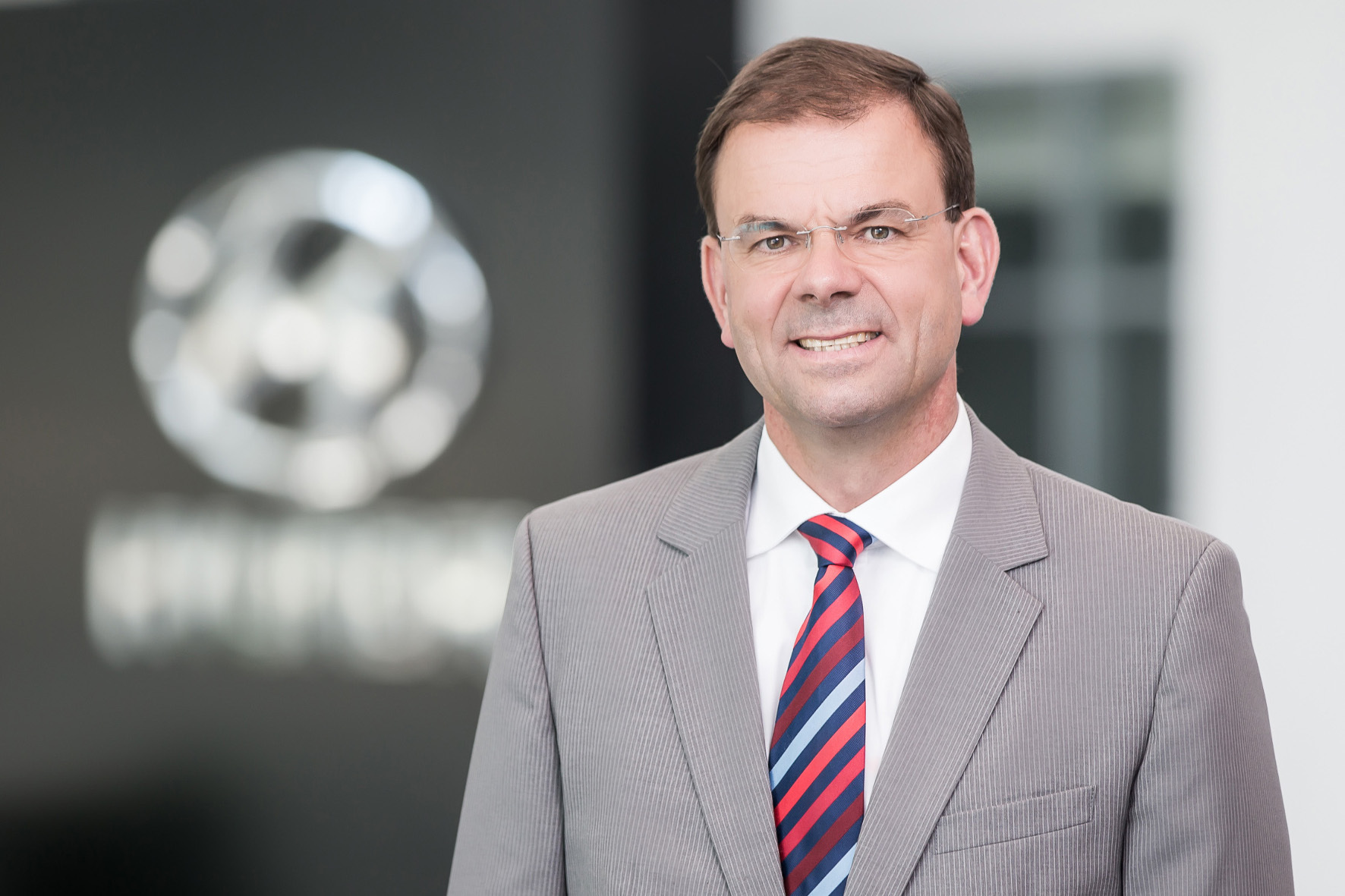mid Groß-Gerau - Setzt auf die Breitenwirkung der Europameisterschaft im Fußball: Hyundai Motor Deutschland Geschäftsführer Markus Schrick.