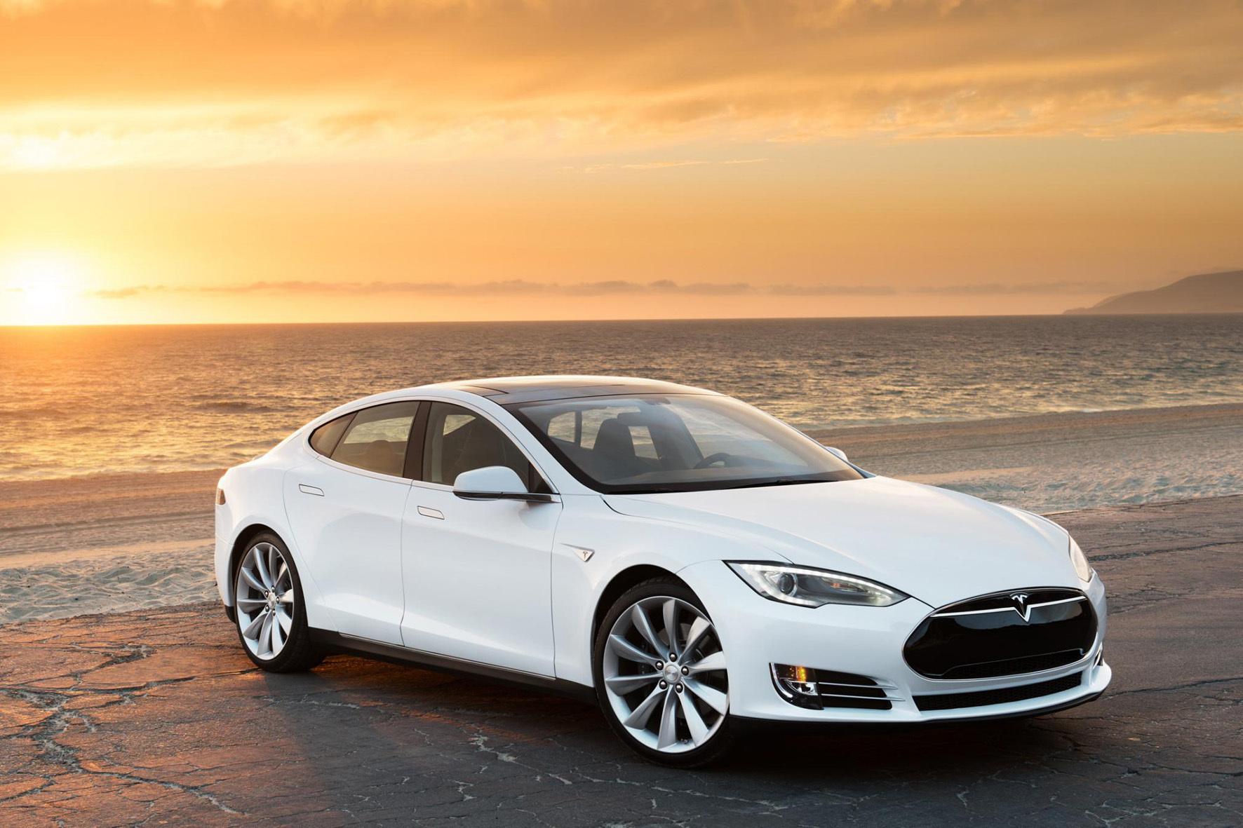 mid Groß-Gerau - Ein privater Entwickler hat einen Code für iPhone und Apple-Watch programmiert, mit dem sich Teslas Model S per Sprachbefehl einparken lässt.
