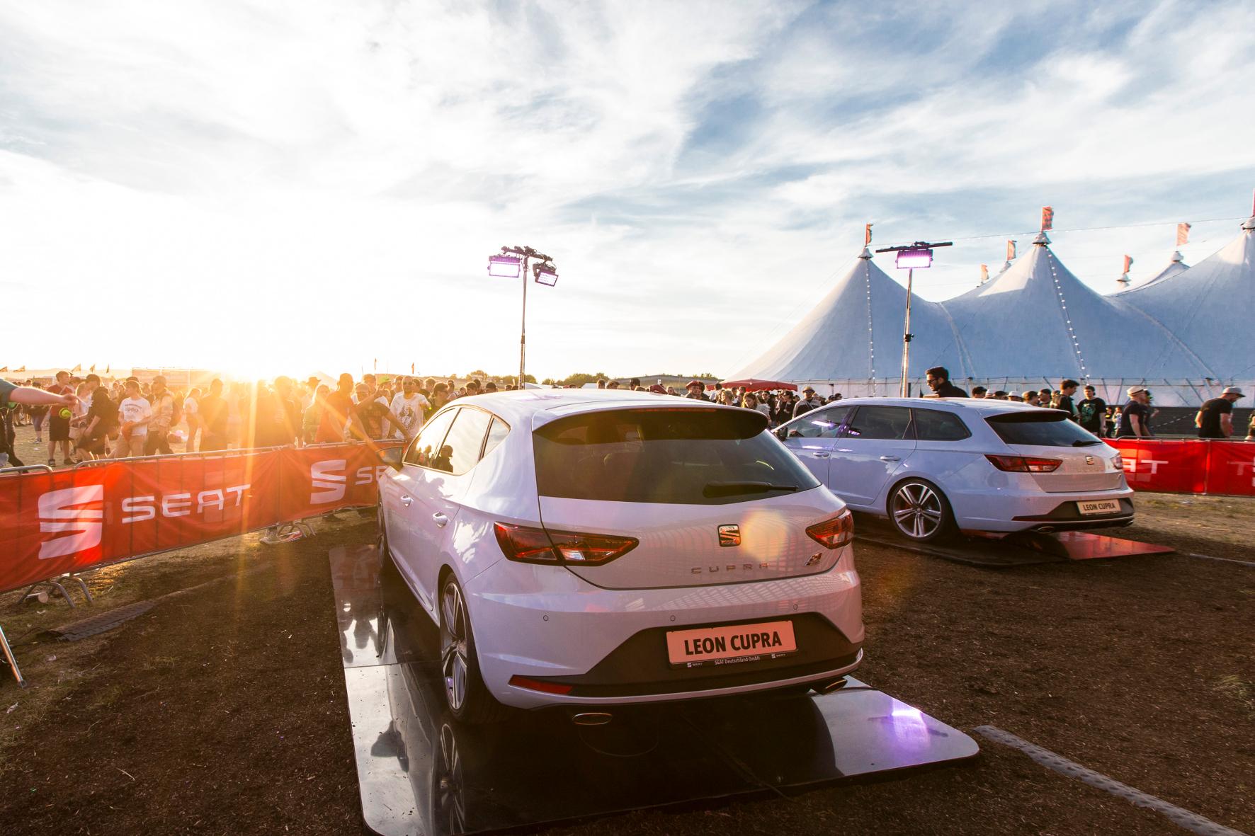 mid Groß-Gerau - Hier parken Sie richtig: Seat trifft als Sponsor diverser Rockfestivals mit seinen Fahrzeugen den richtigen Ton.