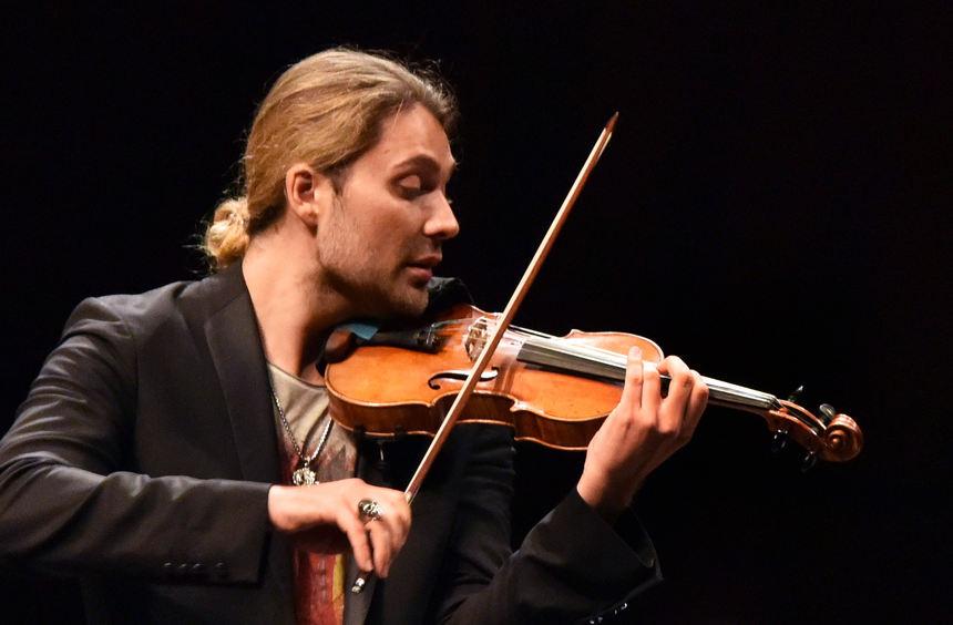 In diesem Jahr feiert der in Aachen geborene Garrett sein mittlerweile 25-jähriges Bühnenjubiläum und fördert mittlerweile längs