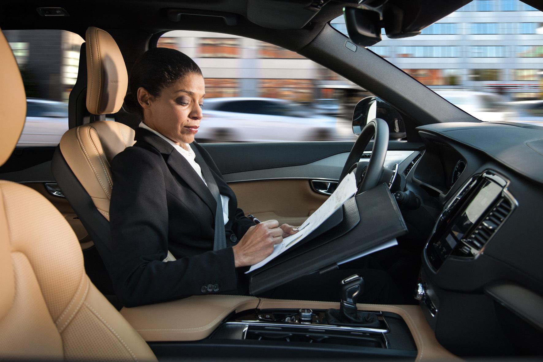 mid Groß-Gerau - Das autonome Autofahren kommt: Noch aber gibt es viele Vorbehalte gegenüber selbstfahrenden Fahrzeugen.