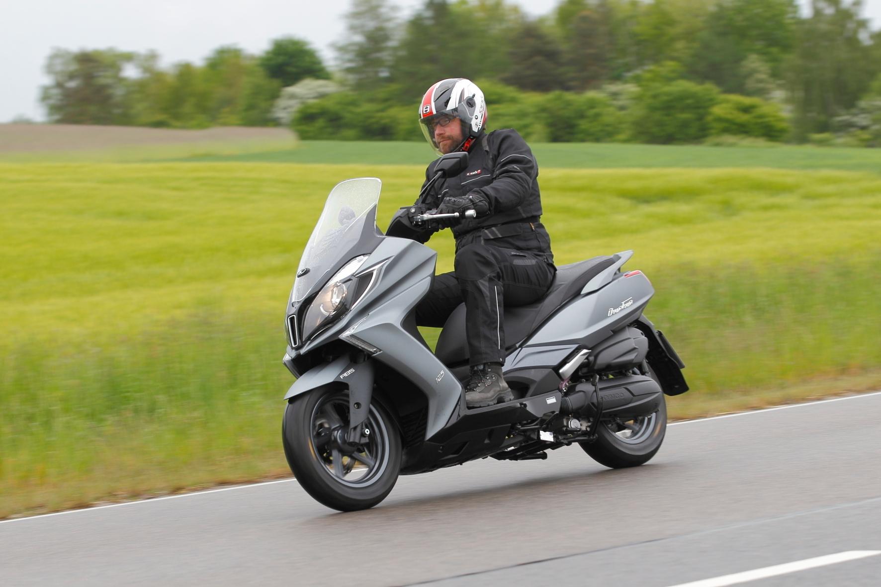 mid Groß-Gerau: Windschnittiger Bursche: Der neue Maxi-Roller Kymco New Downtown 125i ABS.