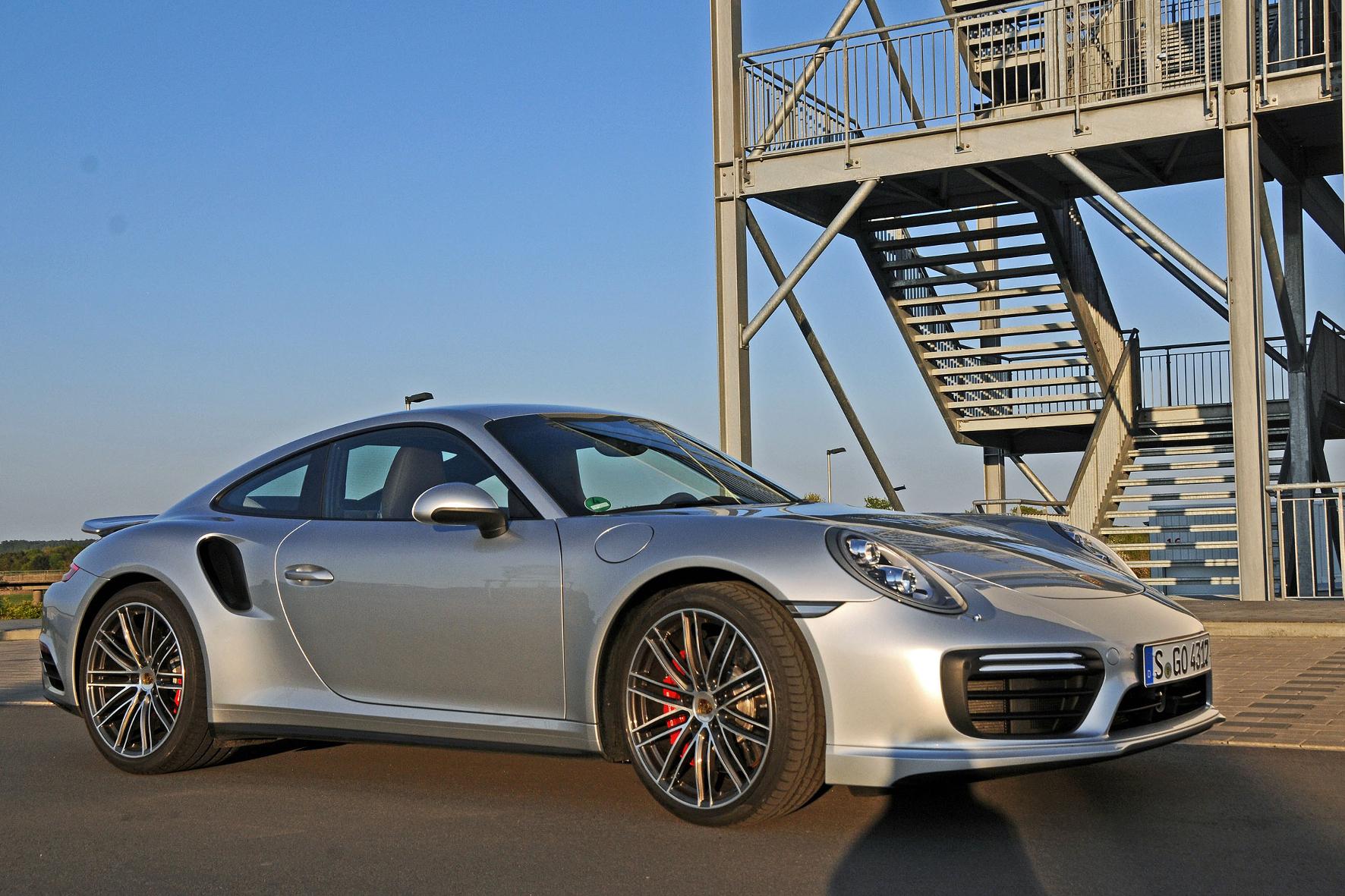 mid Groß-Gerau - Top-Sportler aus Zuffenhausen: Der Porsche 911 Turbo bringt es in der aktuellen Ausführung auf bis zu 580 PS.