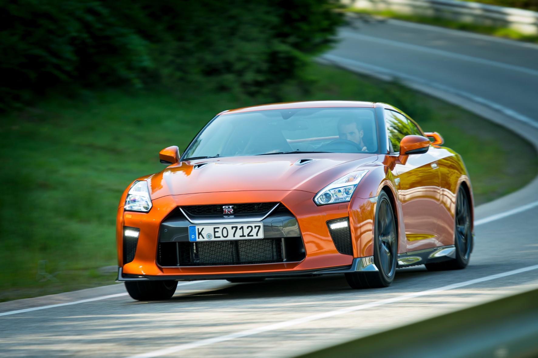 mid Spa - Die Kantigkeit des Nissan GT-R ist kein Design-Stilmittel: Sie sorgt für bessere Kühlung und mehr Abtrieb bei hohem Tempo.