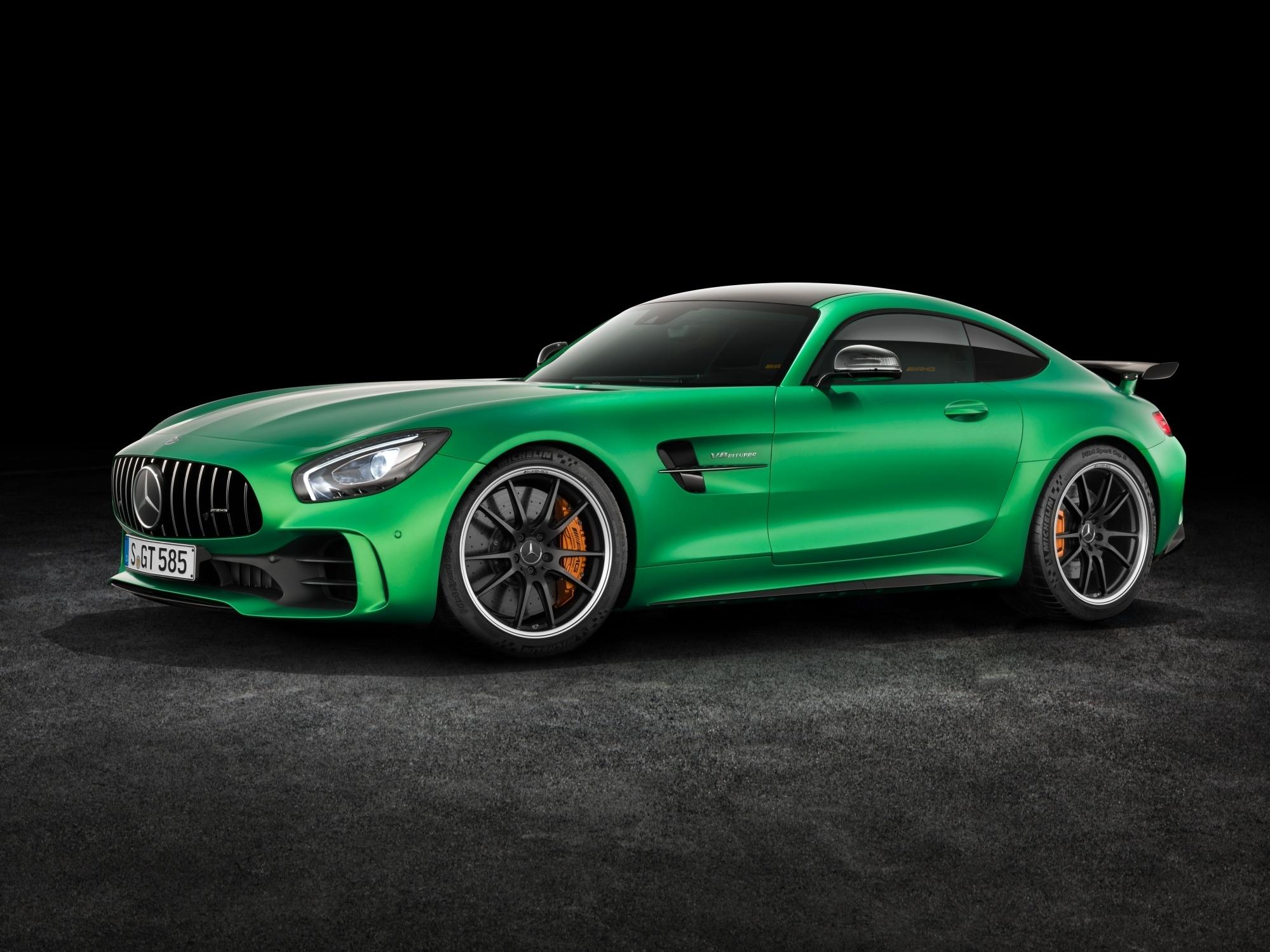 """mid Groß-Gerau - Die Farbe Grün ist eine Anspielung auf die """"Grüne Hölle"""" der Nürburgring-Nordschleife. Auf dieser Rennstrecke hat der Mercedes-AMG GT R jede Menge Entwicklungszeit verbracht."""