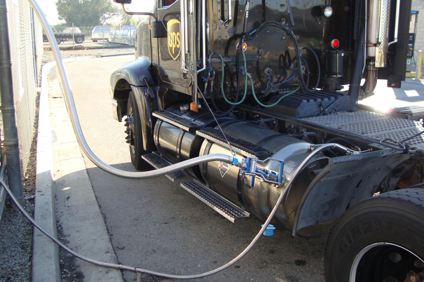 mid Groß-Gerau - Flüssiges Erdgas ist besonders für Lkw interessant, da es größere Reichweiten ermöglicht als das gasförmige CNG.