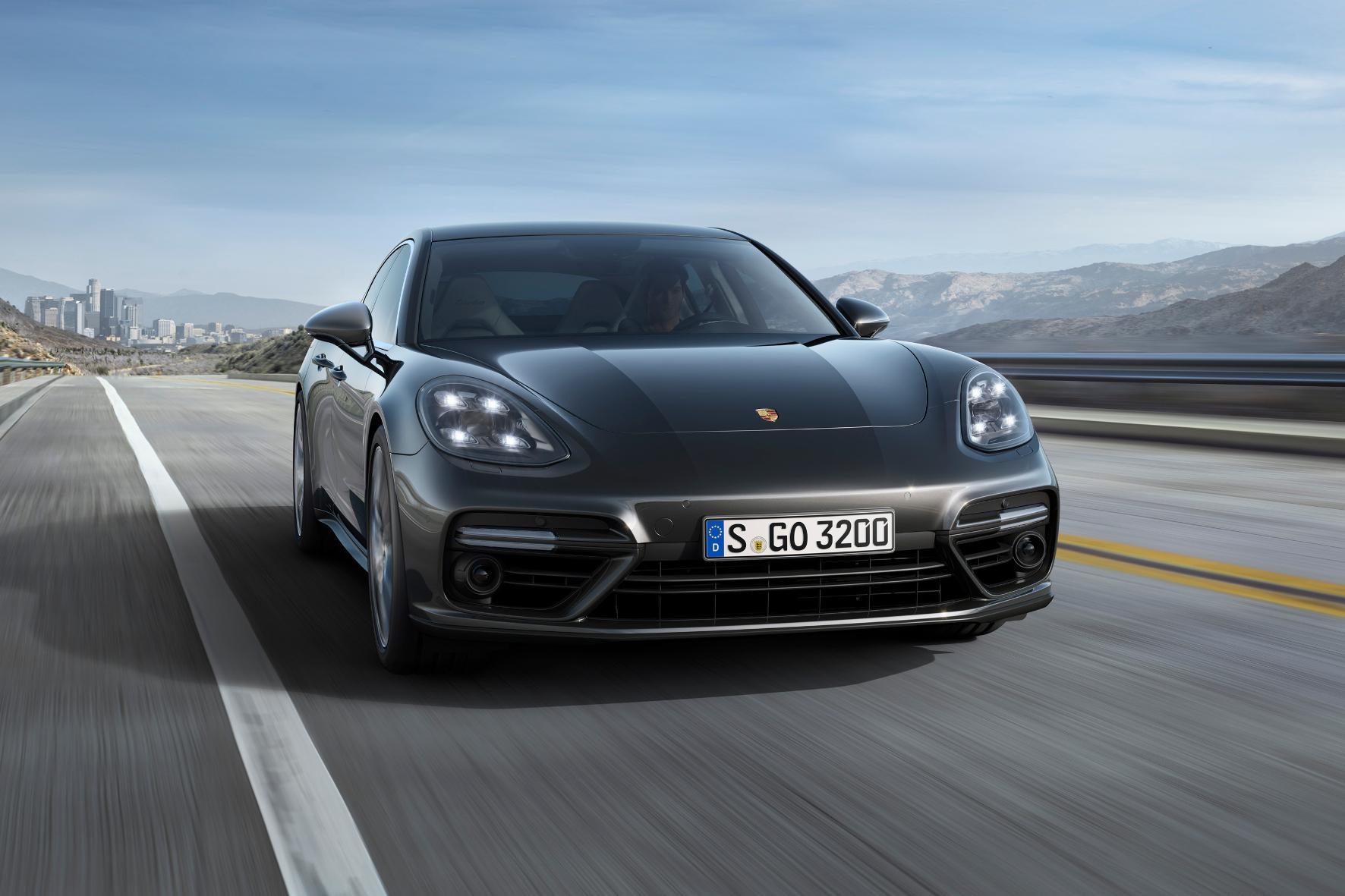 mid Groß-Gerau - Vorhang auf für die zweite Generation von Porsches Luxus-Limousine: Der neue Panamera wirkt vertraut und dennoch völlig neu.