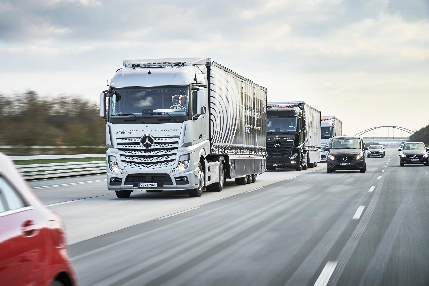 mid Nürburgring - Unterwegs in digitaler Mission: Um innovative Lösungen und das automatisierte Fahren voranzubringen, hat die Politik sogar ein Testfeld auf der Autobahn eingerichtet.