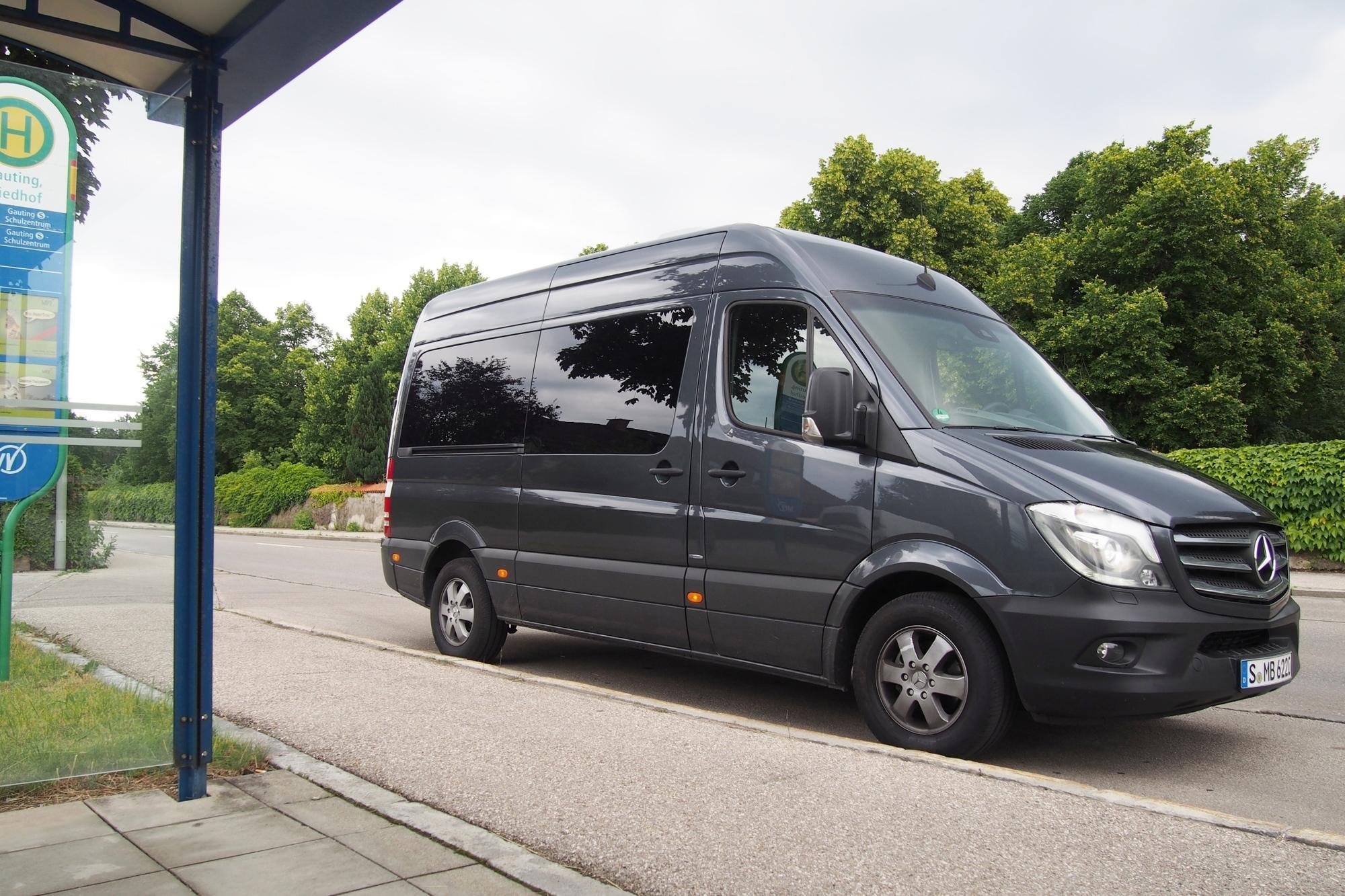 mid Groß-Gerau - Für Shuttle, Großraumtaxi und Schulbus-Einsätze: Komfortabler Sprinter-Neunsitzer mit großzügigen Platzverhältnissen, Klimatisierung mit zwei Kältemaschinen.