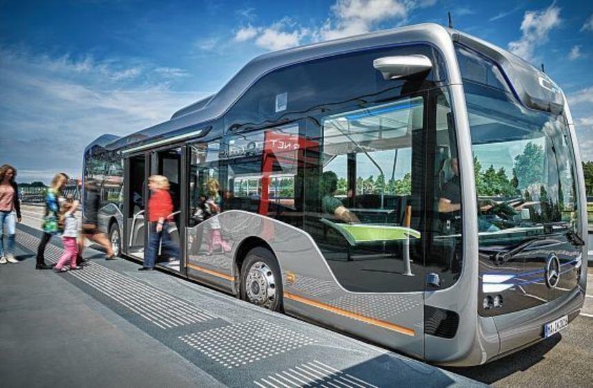 Der autonome Stadtbus (mit Mannheimer Kennzeichen) soll zentimetergenau Haltestellen ansteuern, wie ...