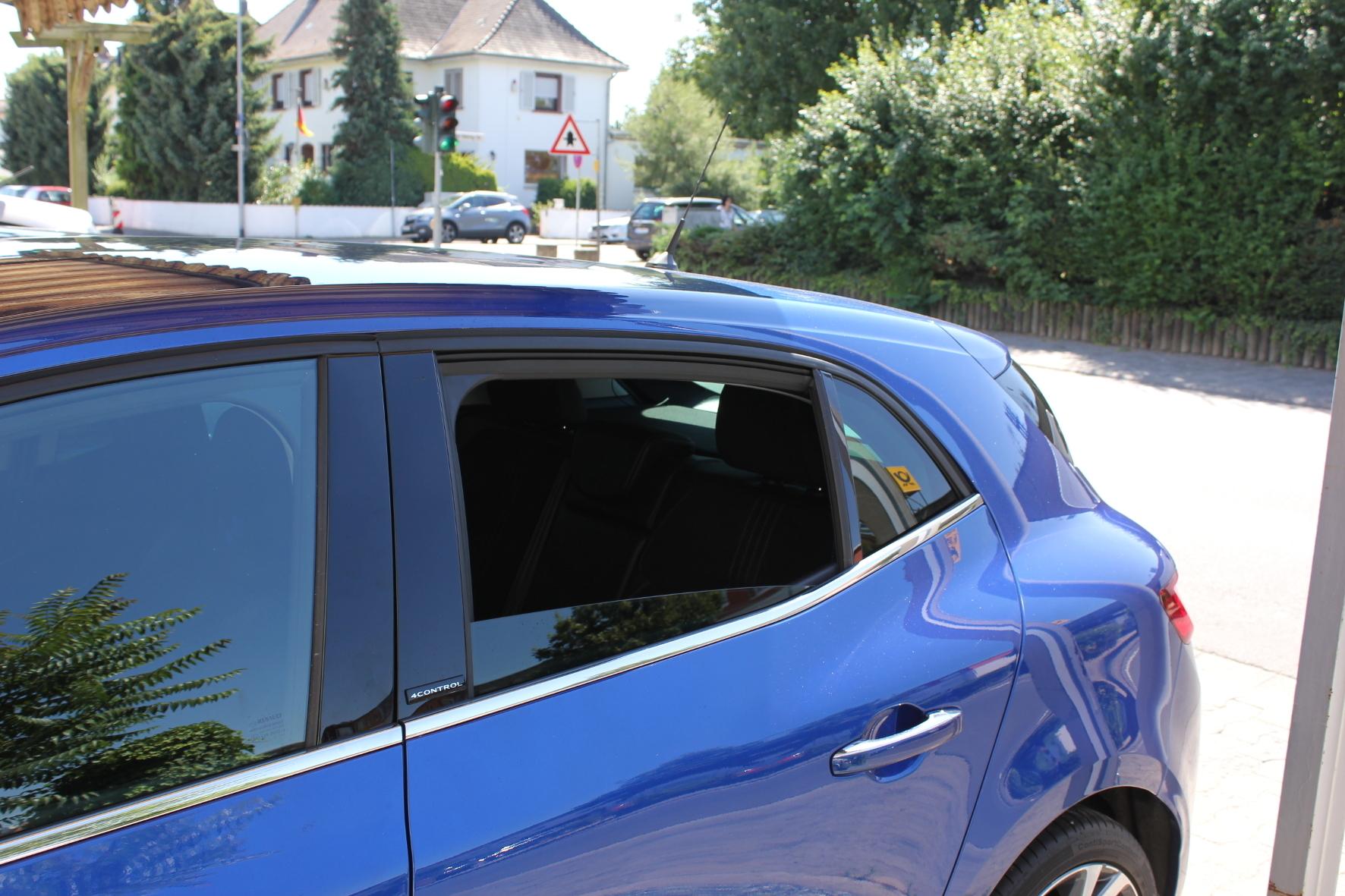 mid Groß-Gerau - Das ist eindeutig zu viel: Parken mit geöffnetem Fenster verstößt gegen die Straßenverkehrsordnung.