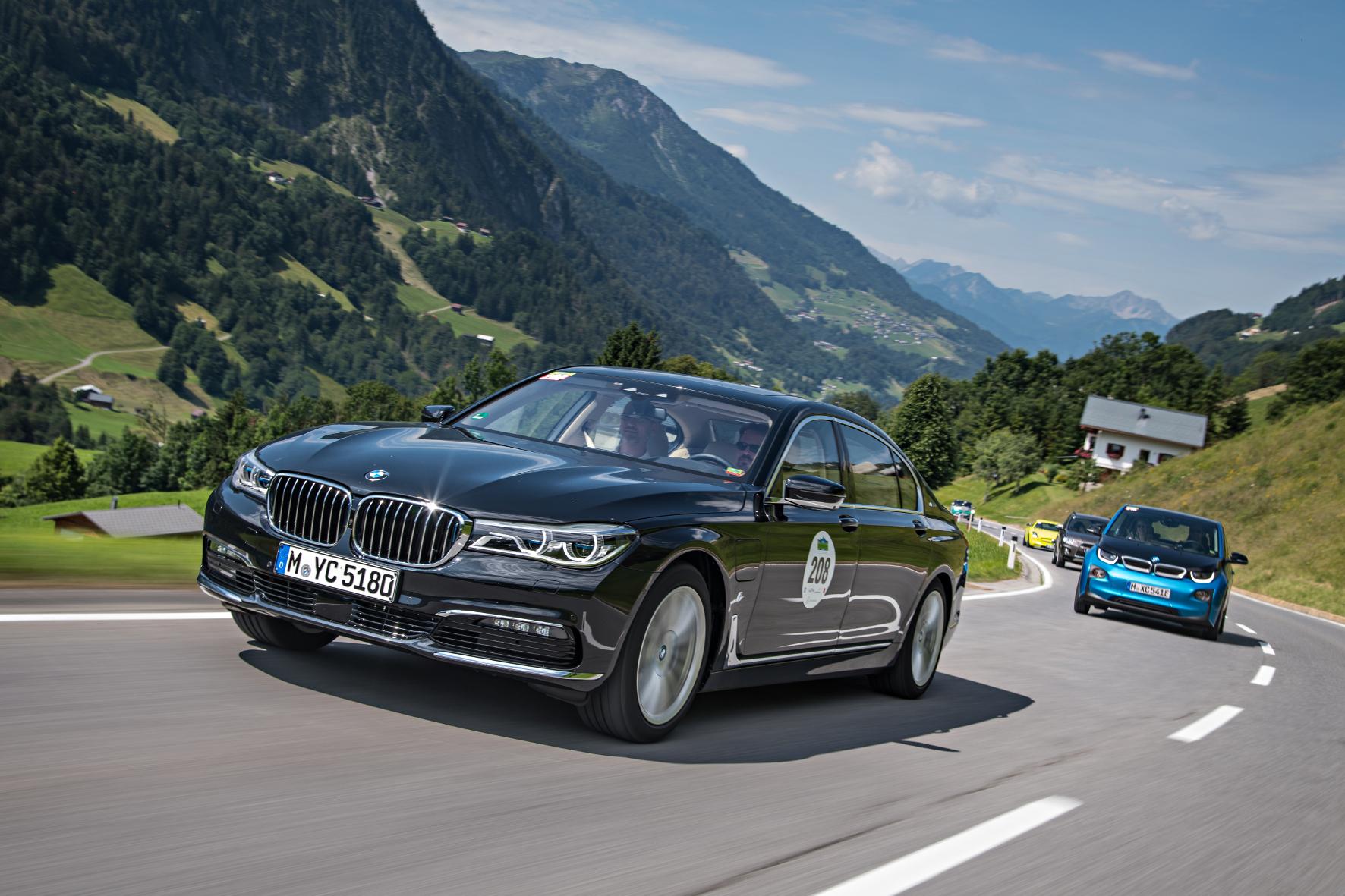 mid Schruns - Führungsfahrzeug mit Führungsanspruch: Der 7er ist das Flaggschiff von BMW, und der BMW 740Le xDrive iPerformance soll Kunden des Luxus-Segments von der Hybrid-Technologie überzeugen.