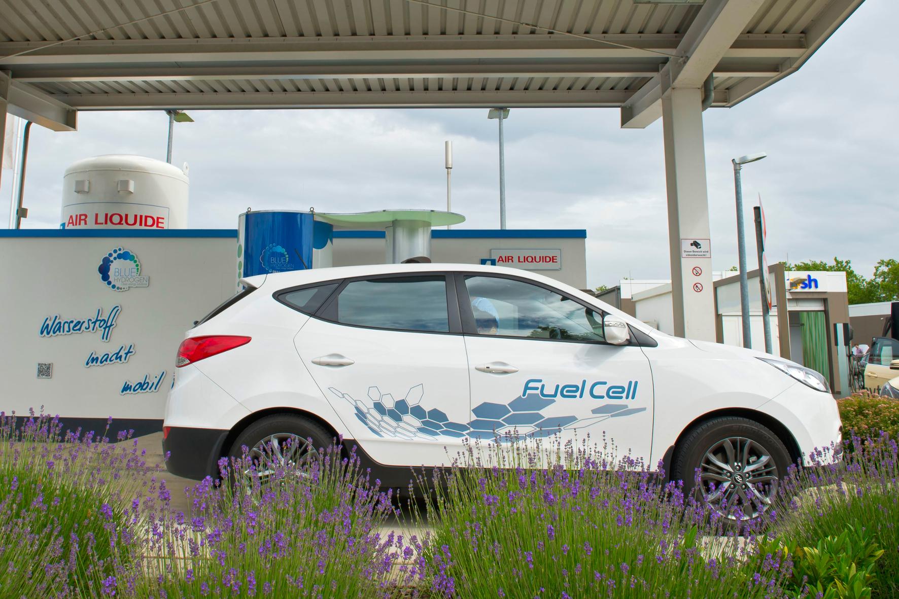 mid Groß-Gerau - Tankstellen für Brennstoffzellen-Fahrzeuge sind in Deutschland rar gesät. Autobauer Hyundai eröffnet jetzt am Firmensitz in Offenbach eine eigene Wasserstoff-Tankstelle.