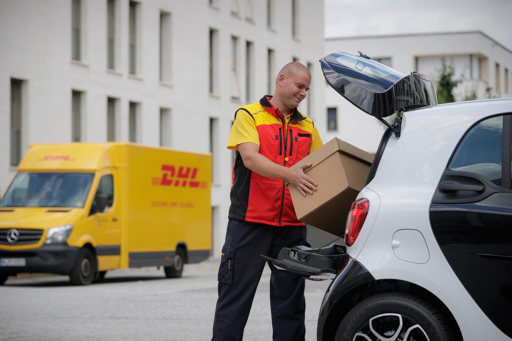 mid Böblingen - Wenn der Postmann nicht mehr klingelt: Smart-Besitzer können ihre Autos ab Herbst 2016 als mobile Lieferadresse für Paketsendungen nutzen.