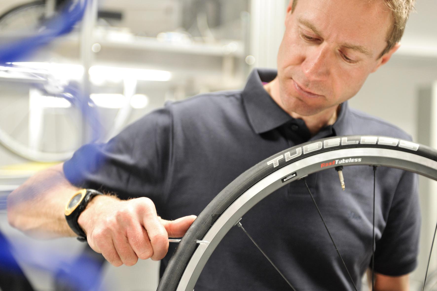 mid Groß-Gerau - Am liebsten ohne Schlauch: Tubeless-Reifen kommen beim Fahrrad schwer in Mode und bieten mehr Sicherheit vor Plattfüßen.