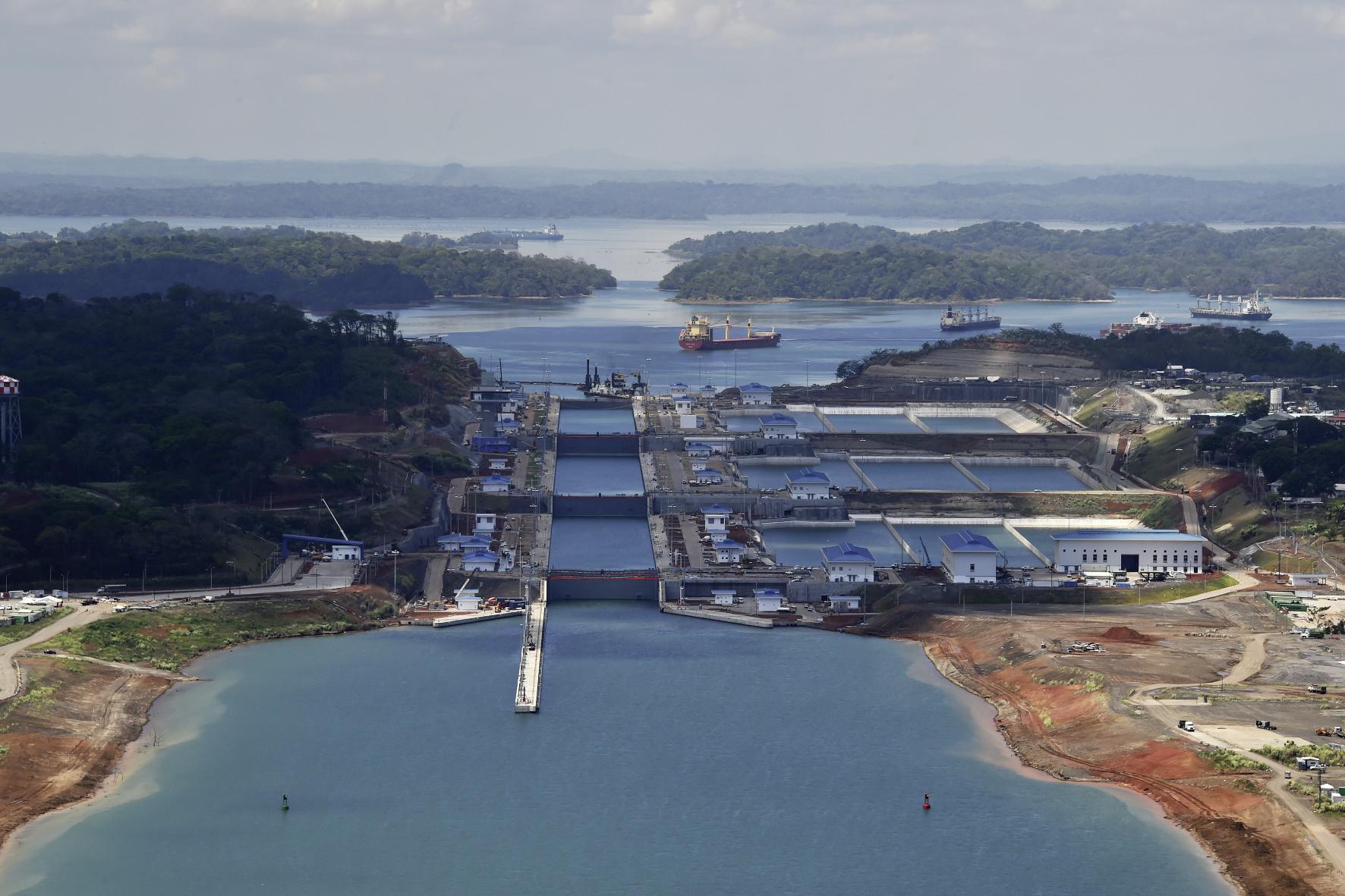 mid Groß-Gerau - Deutsche Technik am Panamakanal: Die stählernen Führungsrollen der gewaltigen Schleusentore sind mit Lagern von Schaeffler ausgestattet.