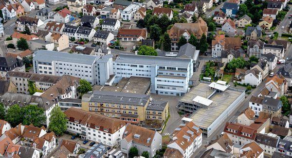 Der Neubau Des Heilig Geist Hospitals (heller Gebäudekomplex) Aus Der Luft  Gesehen. Die Artemed Gruppe Hat Dem Magistrat Jetzt Ihre Pläne Vorgestellt.