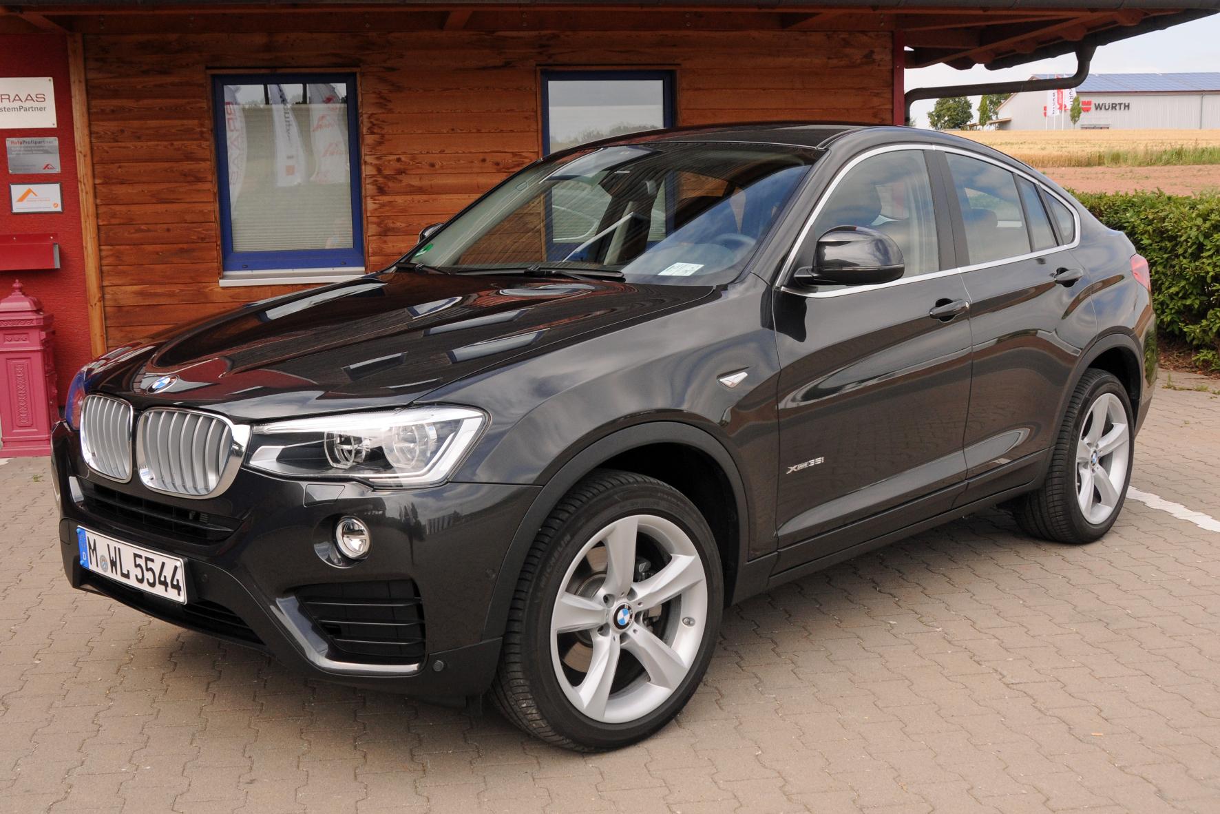mid Groß-Gerau - Grenzgänger: Der X4 sticht als kompakte Crossover-Variante in die Lücke zwischen BMW X3 und X5.