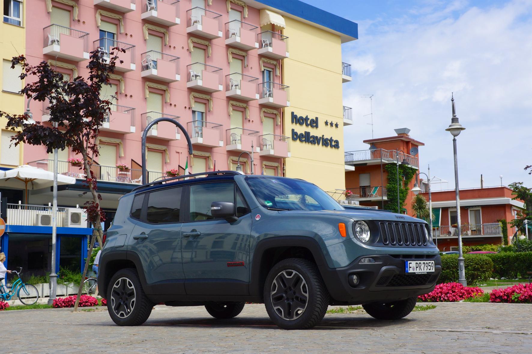 mid Gabicce Mare - Kompakt-SUV mit Ecken und Kanten: der Jeep Renegade.