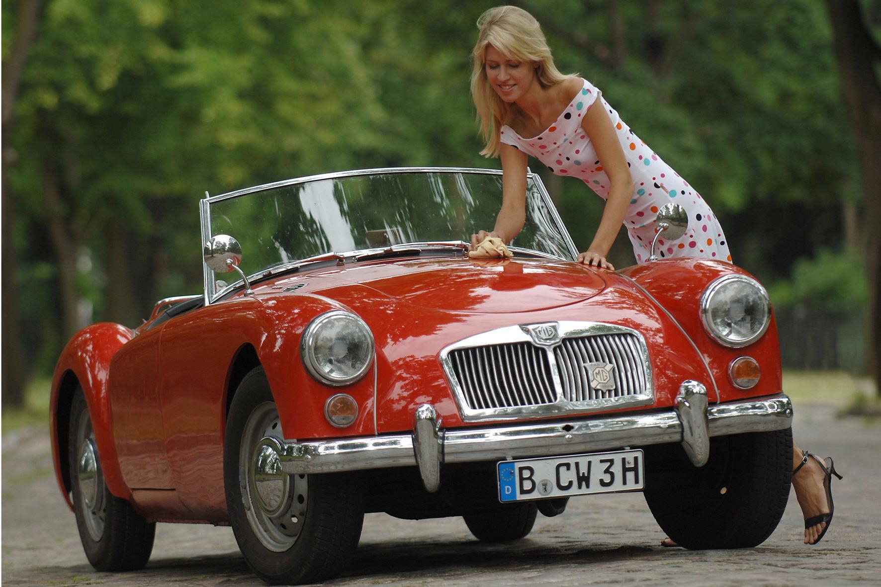 mid Groß-Gerau - Wenn das keine Liebe ist: Gleich 29 Prozent der Frauen sprechen laut einer Umfrage mit ihrem Auto.