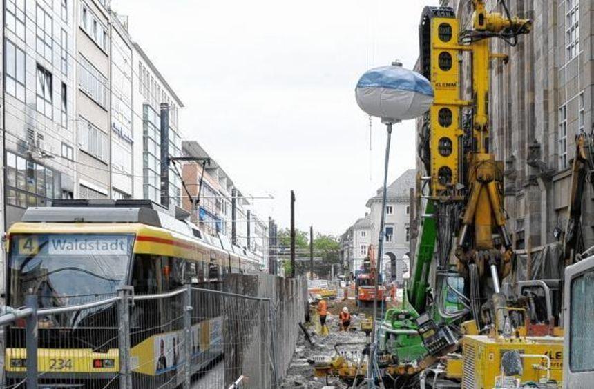 An der Tieferlegung der Straßenbahn ist die Karlsruher Innenstadt zu einer riesigen Baustelle ...