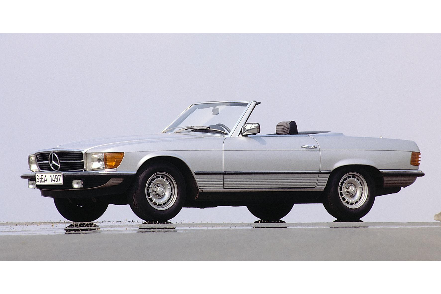 mid Groß-Gerau - Der Mercedes 500 SL ist 1980 das Top-Modell der Baureihe. Jetzt ist dieser Traum in Silber bei der Sachsen Classic am Start.