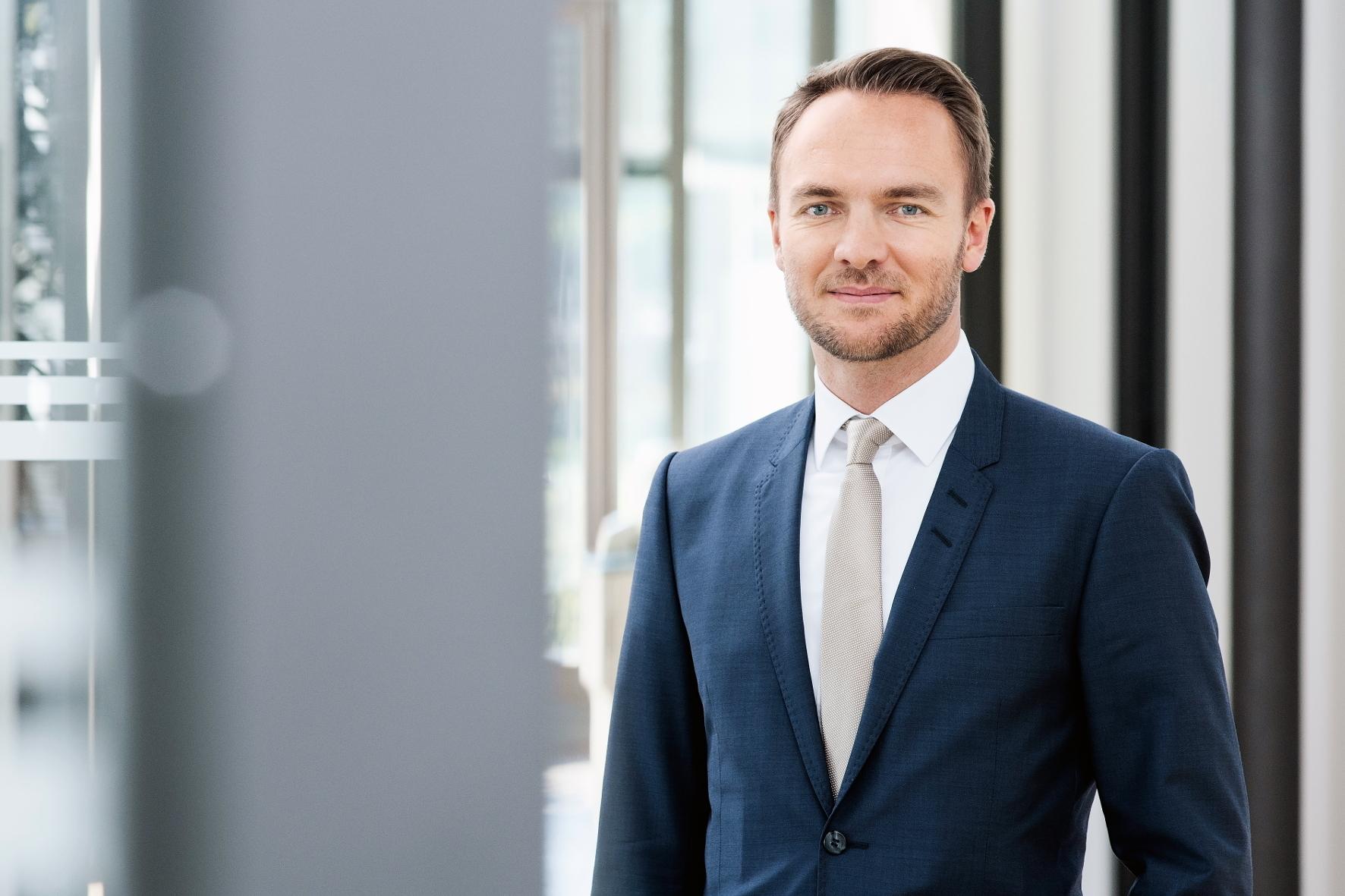mid Groß-Gerau - Bei dem neuen AKASOL-Batteriesystem profitieren die Kunden laut Geschäftsführer Sven Schulz dabei von den Skalierungseffekten. Dadurch werden die Energiespeicher günstiger.