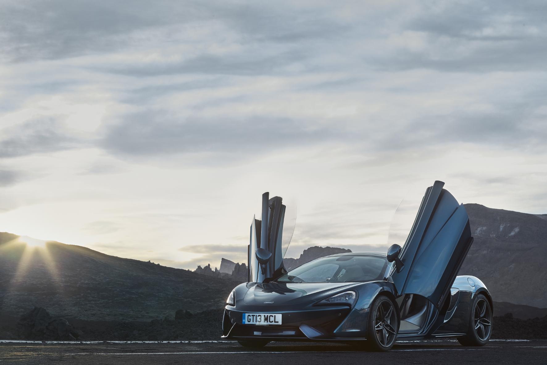 mid München - Götterdämmerung: Der neueste Akt in der automobilen Oper von McLaren heißt 570GT - ein Einstiegsmodell mit 570 PS.