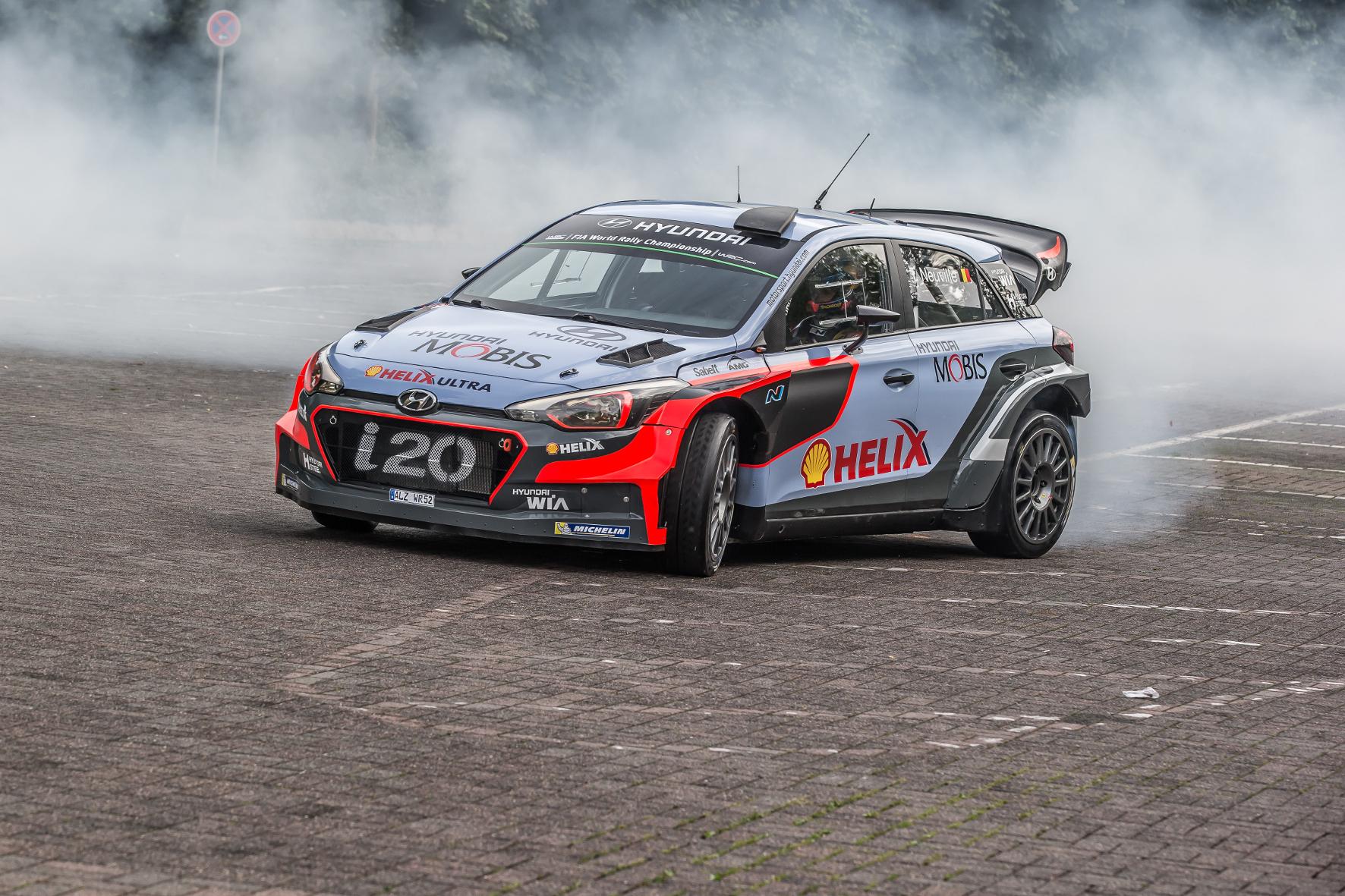 mid Groß-Gerau - Ab geht die wilde Fahrt: Im Rahmen der ADAC Deutschland Rallye in Trier veranstaltet Hyundai Renntaxi-Fahrten mit dem Rallye-Einsatzfahrzeug i20 WRC.