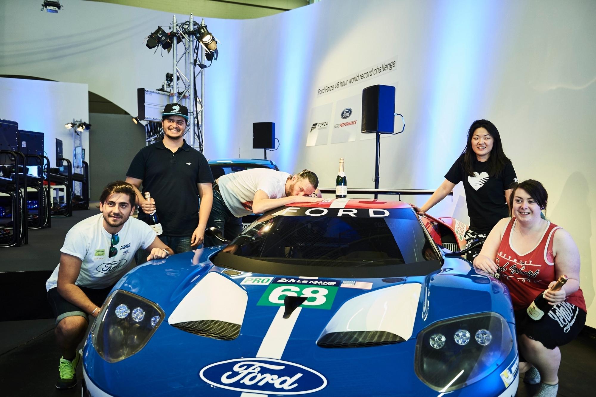 mid Groß-Gerau - Fünf Gamer und ihr Traumwagen: An der Spielkonsole sind die jungen Leute jetzt ins Guinness-Buch der Rekorde gefahren.