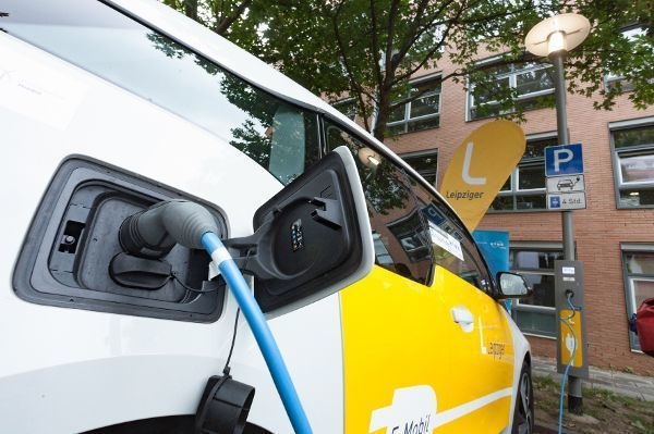 Groß-Gerau - Frisch gezapfter Strom aus der Straßenlaterne: In Leipzig bereits erfolgreich getestet.
