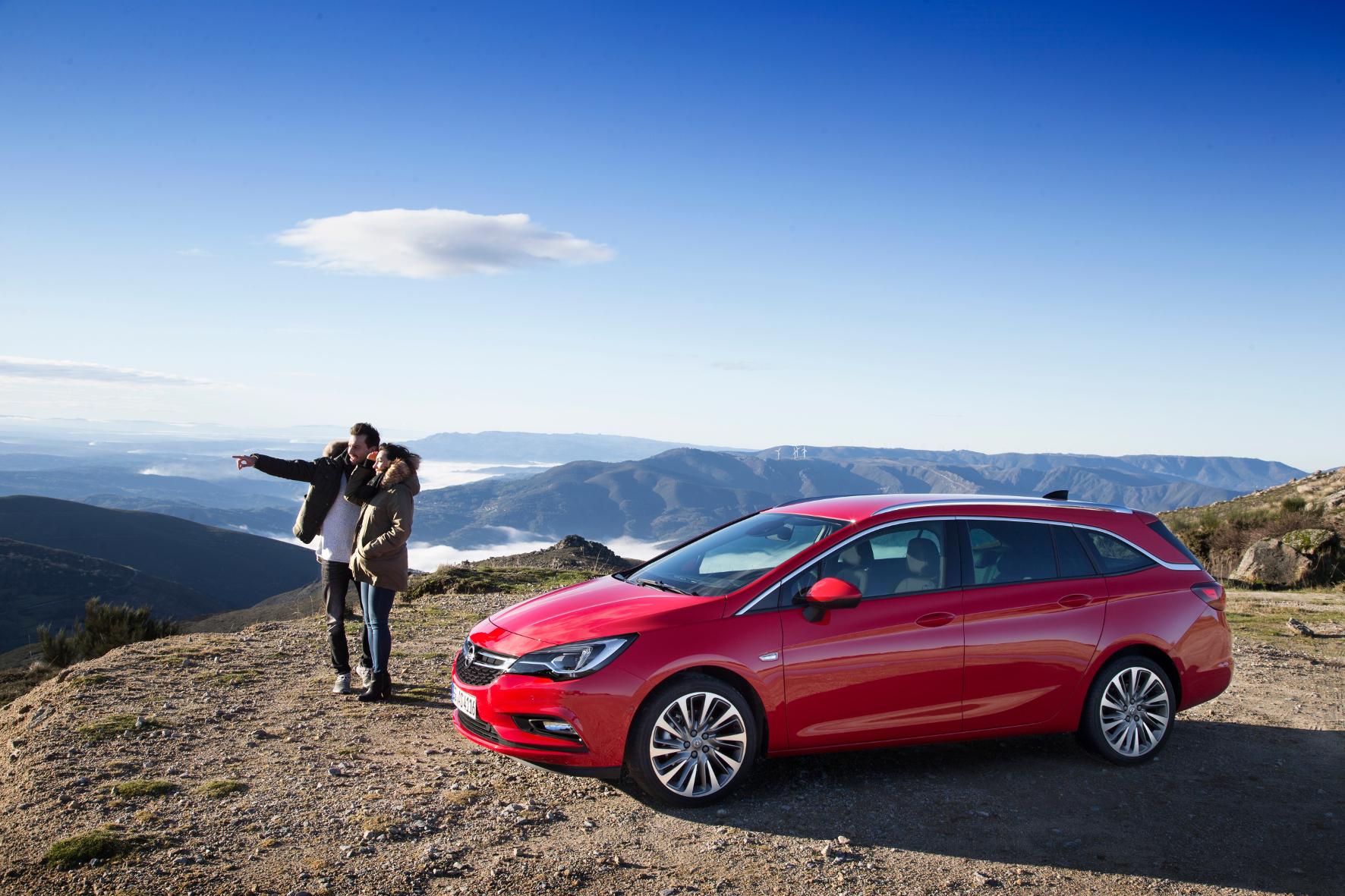 mid Groß-Gerau - Da geht's lang: Opel trifft mit neuen Modellen wie dem Astra und dem Astra Sports Tourer den Geschmack der Kunden.