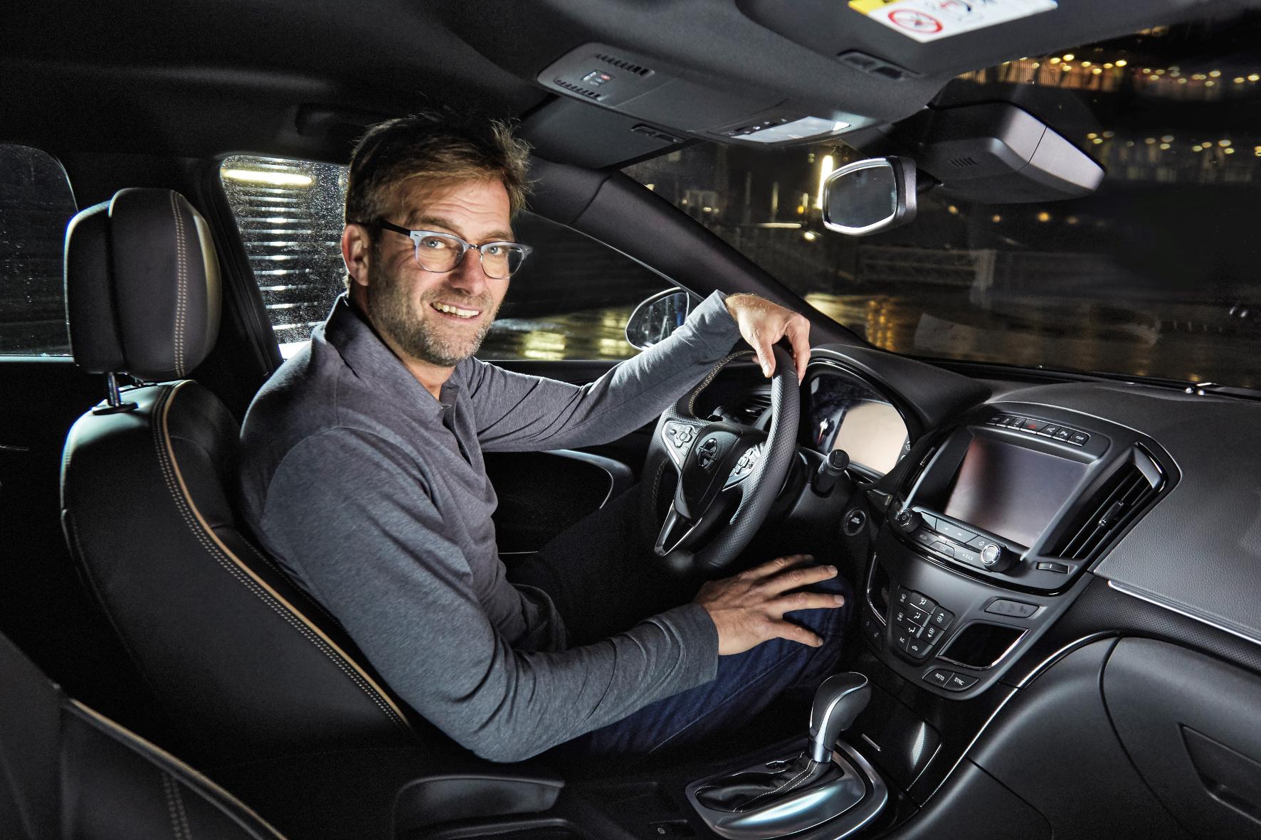 mid Groß-Gerau - Kult-Trainer Jürgen Klopp gibt kräftig Gas - und zwar in einem neuen Werbespot für Autobauer Opel.