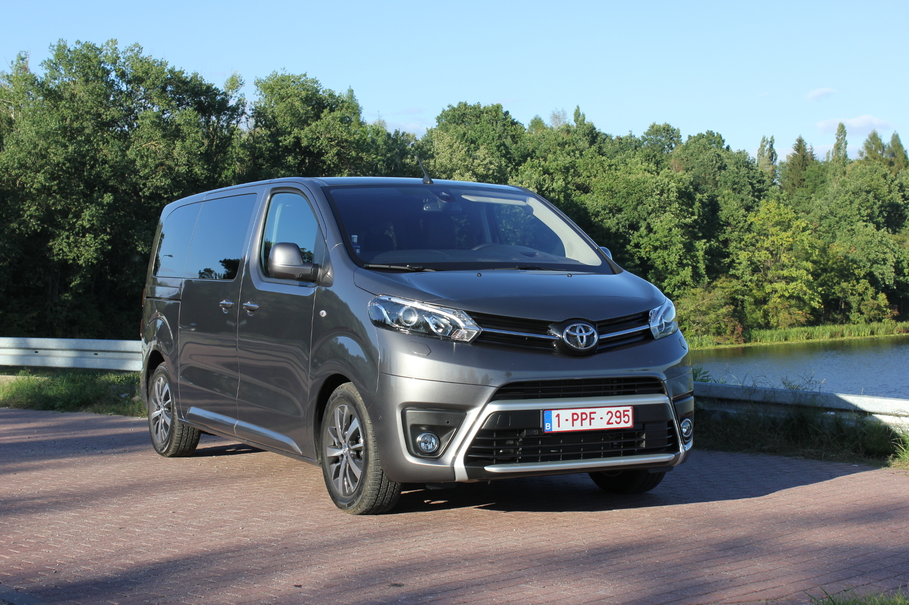 mid Serock/Polen - Aufschlagbild: Toyota bringt den Proace in der zweiten Modell-Generation auch als Großraum-Limousine Proace auf den Markt.
