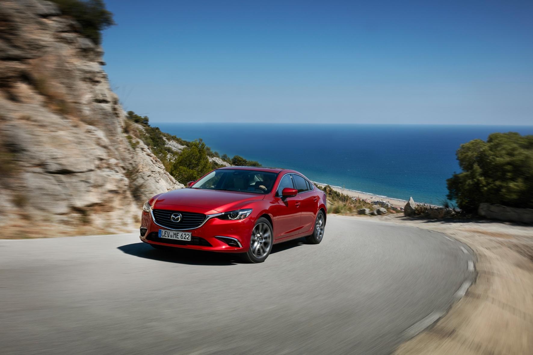 mid Barcelona - Aufgefrischt: Der Mazda6 erhält im Rahmen einer Modellpflege leichte Korrekturen an der Außenhaut und neue Technik-Features.