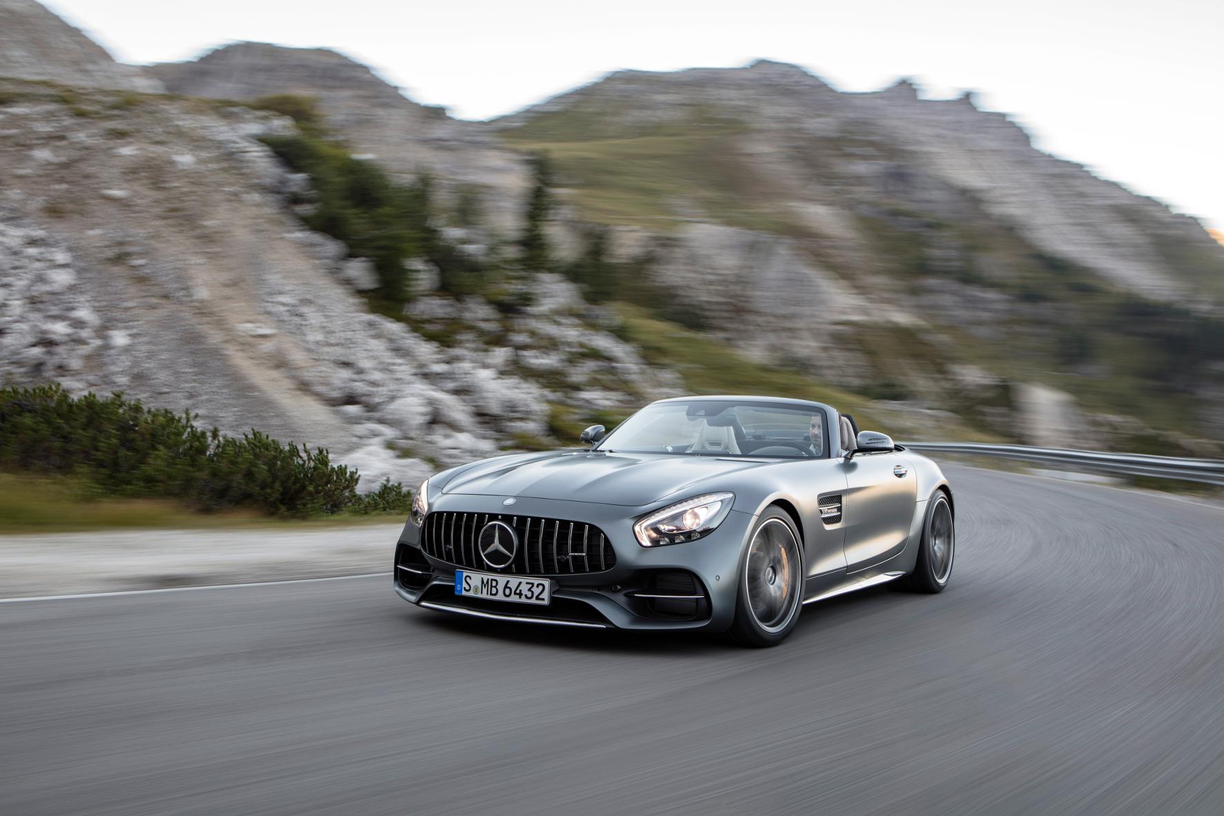 mid Groß-Gerau - Der Mercedes-AMG GT liegt auch als Roadster gut im Wind. Seine Premiere feiert der Supersportwagen auf dem Pariser Automobilsalon.